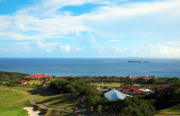 カヌチャベイホテル&ヴィラズ パームタワーズからの眺め